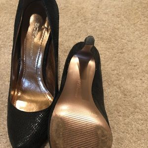 Bcbg black pumps size 6